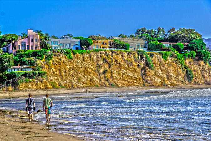 The most famous battleground over beach access is Malibu — because of its scenery, its glamorous and wealthy residents, and its starring role in dozens of surfer movies. Photo by Micadew, reprinted under a Creative Commons license,