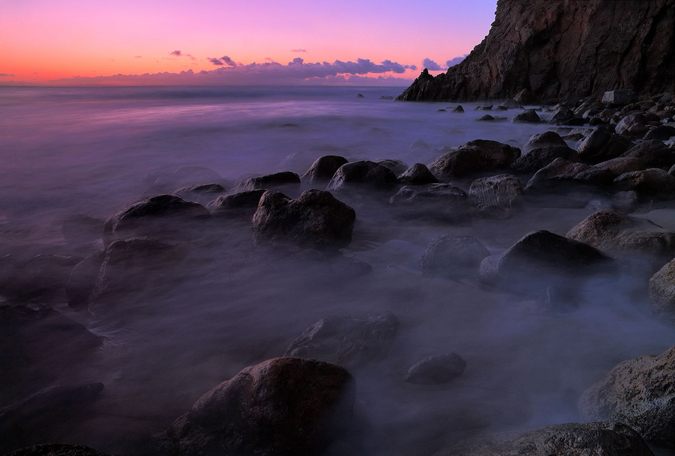 At Malibu's Point Dume Nature Preserve, a state park with 200-foot volcanic cliffs, visitors compete for about 10 parking spaces. Photo by Pacheco, reprinted under a Creative Commons license.